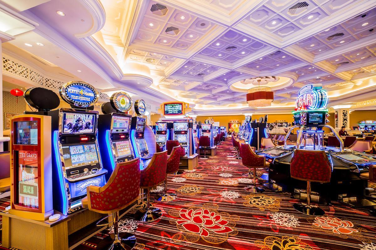 Новое казино Фараон и выгодные игровые автоматы